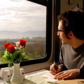 """""""tekrar görüşelim, gel yine buruk dağlara""""   Mete Ercis'ten bir şiir."""