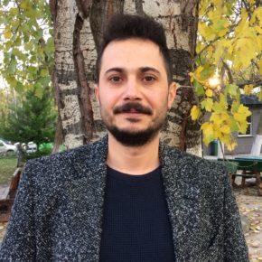 """""""Kaosa düzen memuru arıyor resmen plastik çakallar""""   Sinan Özdemir'den bir şiir."""